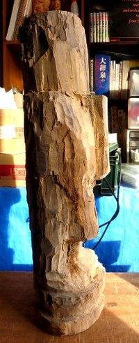 今日はなんとなく ボケて木彫りを