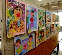 区民美術展の傍らで 小中学生のポスター展
