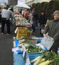 JAの農業まつりで 野菜買い込む